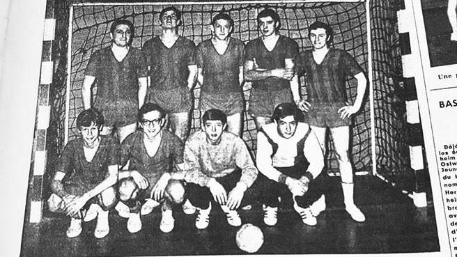 Photo historique d'une équipe du HBC La Famille