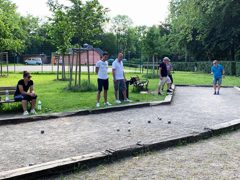 La section pétanque du SSHB La Famille au Parc du Kurgarten